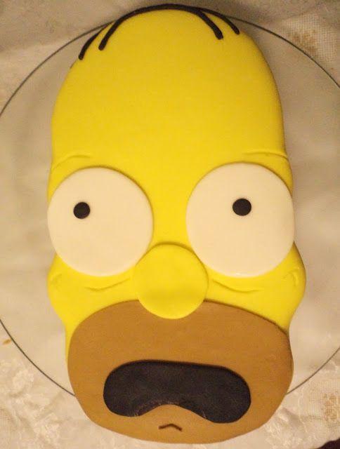 Bolo amarelo imitando cabeça de Simpsons