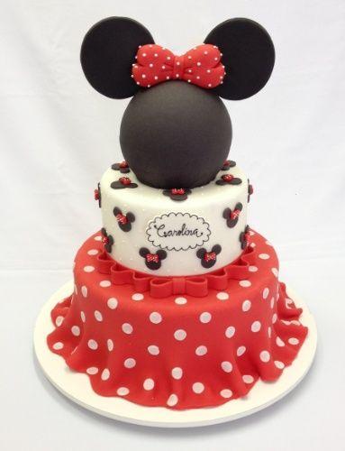 Bolo vermelho e branco com tema Minnie