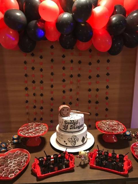 Festa com tema Arlequina e decoração preto e vermelho