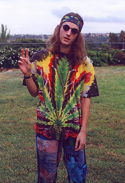 Estampas psicodélicas criam um visual hippie