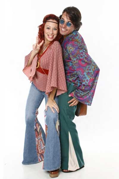 Hippie anos 70: calça jeans de boca de sino