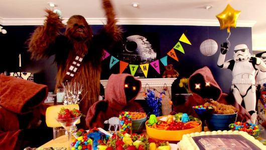 Todo o universo de guerra nas estrelas em sua festa de aniversário