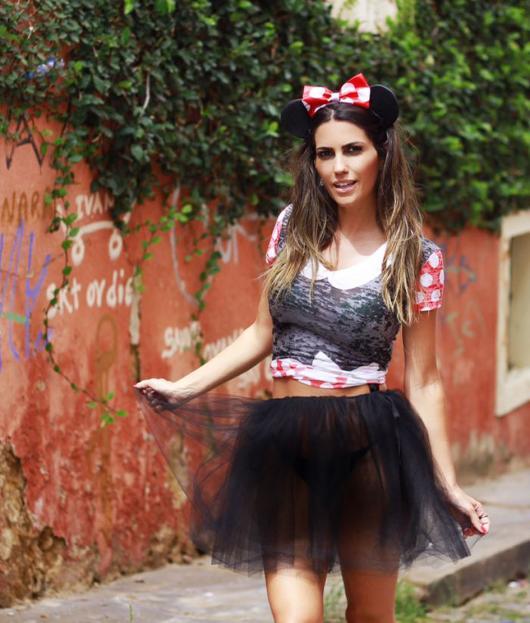 fantasia da Minnie de tutu preto e blusa com detalhes em vermelho e branco