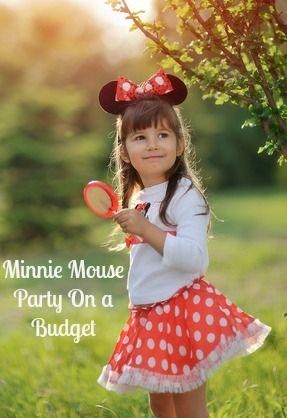 fantasia da Minnie infantil com saia rodada vermelha e blusa branca