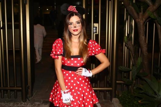 fantasia da Minnie com maquiagem de ratinho
