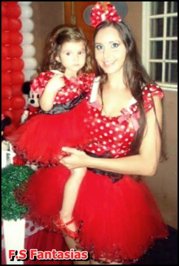 fantasia da Minnie para mãe e filha de vestido vermelho com tutu