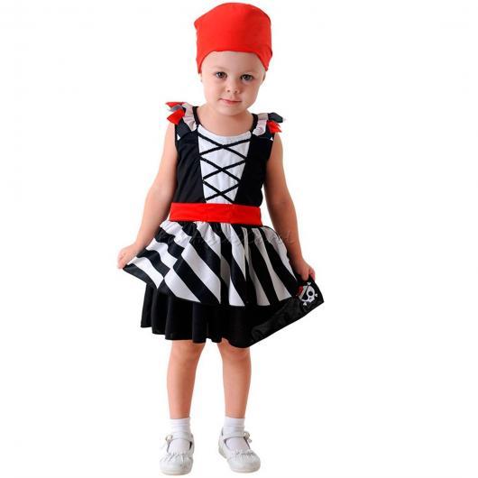 fantasia de pirata de menina com lenço na cabeça