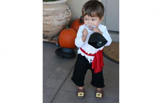 fantasia de pirata de calça e blusa branca para bebê