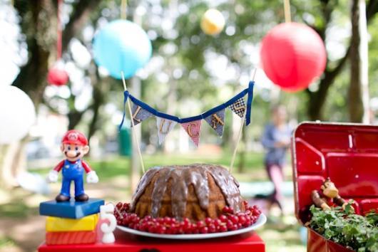 bolo chocolate em festa piquenique