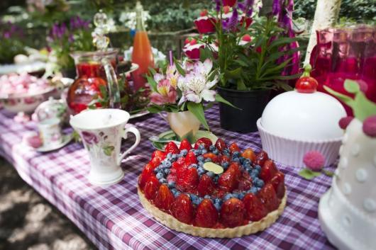 torta de frutas em festa piquenique