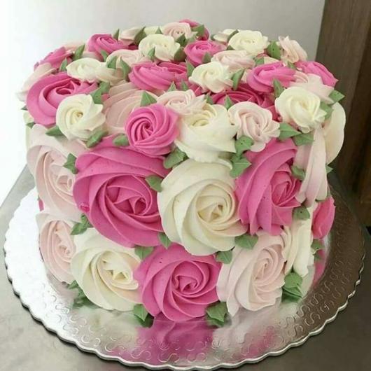 bolo com flores confeitadas