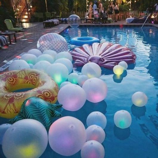 decoração pool party