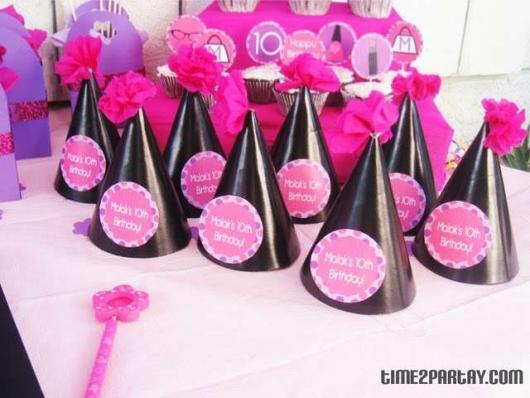Chapeuzinho de festa em preto e rosa.