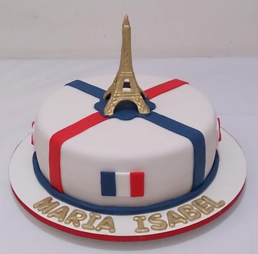 bolo paris com as cores da França e Torre Eiffel