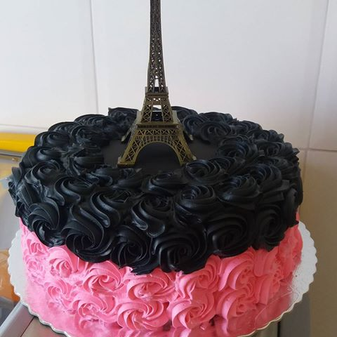 bolo Paris com chantilly preto e rosa