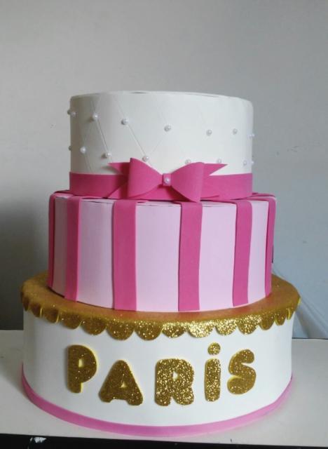 bolo Paris fake branco e rosa