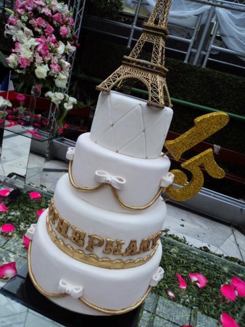 bolo Paris fake em branco e dourado