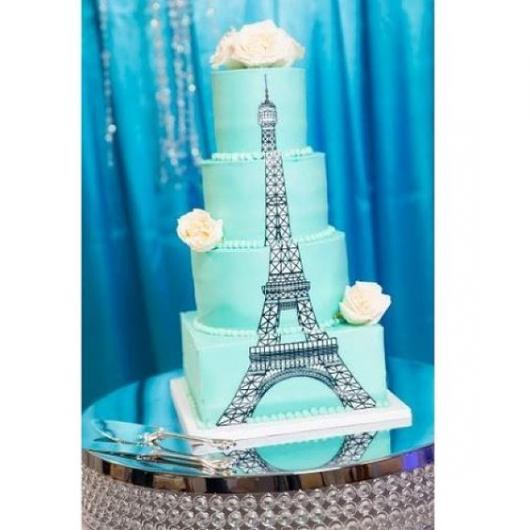 bolo Paris azul com Torre Eiffel ao longo dos andares