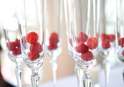 taças de champagne com amores dentro