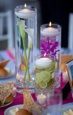 rodelas de limão dentro de vaso para vela