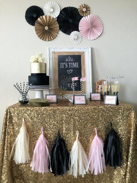toalha dourada sobre mesa de ano novo
