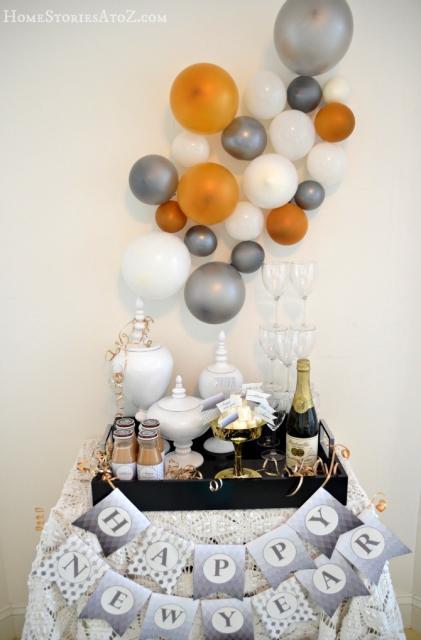 balões de diferentes tamanhos em decoração de ano novo simples e barata