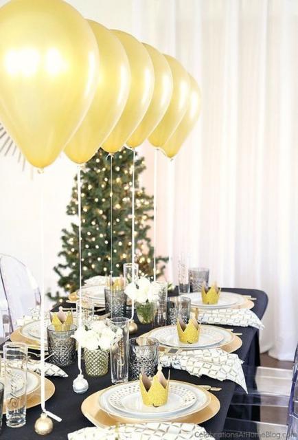 balões no centro de mesa de convidados
