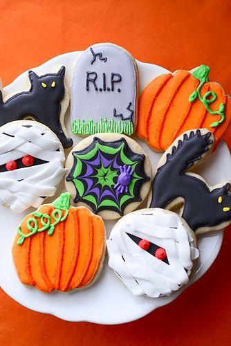 Doces de Halloween imitando lápide, abóbora, gato preto e outros.