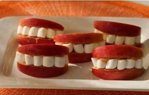 Dentadura feita com maça.