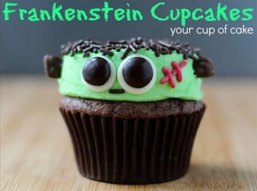 Cupcake com cobertura imitando o Frankenstein.