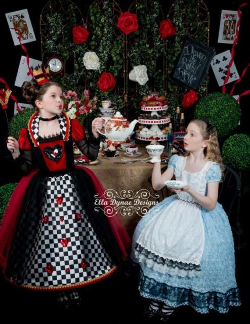 fantasias infantis de Rainha de Copas e Alice