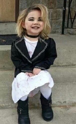 fantasia de Halloween infantil improvisada da esposa do Chuck, boneco assassino