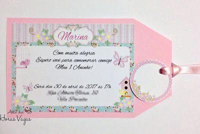 Convite rosa com detalhes em azul, rosa e violeta.
