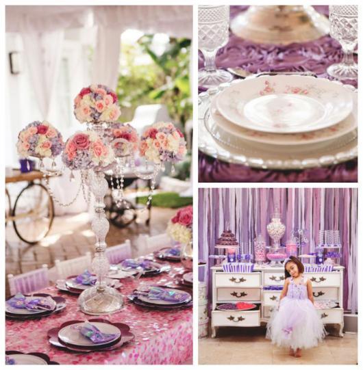 Castiçal de cristal tem as velas substituídas por pequenos buquês de flores. Guardanapos de pano roxo enfeitam os pratos.