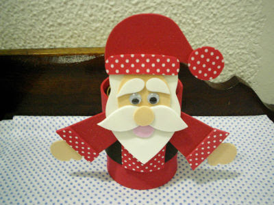 lata coberta com EVA com decoração de Papai Noel