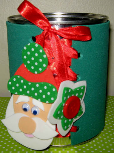 lata de alumínio com capa feita de EVA como lembrancinha de Natal