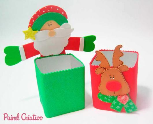 caixas de leite usadas como lembrancinhas de Natal em EVA