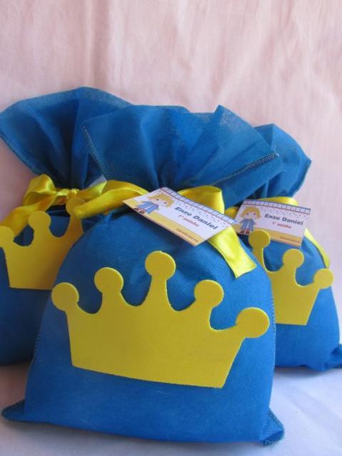 sacos com coroa como lembrancinhas do Pequeno Príncipe