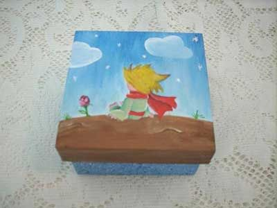 caixinha de madeira com pintura do Pequeno Príncipe
