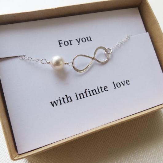 pulseira com símbolo do infinito