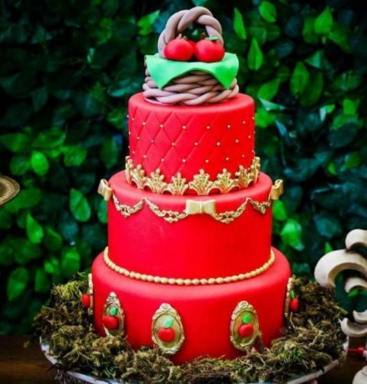 bolo vermelho e dourado