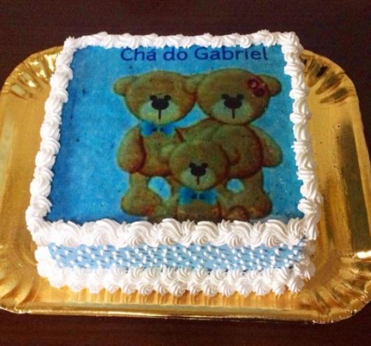 bolo azul e branco com papel de arroz