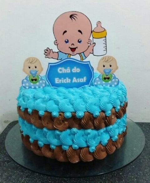 bolo chantilly azul e marrom