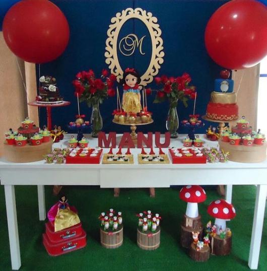 festa simples decorada balões