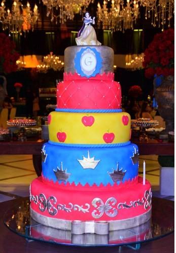 bolo festa de luxo