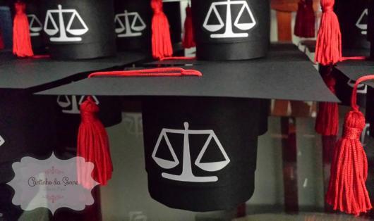 lembrancinha em formato de chapéu de formatura
