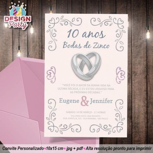 Convite rosa com detalhes em cinza.