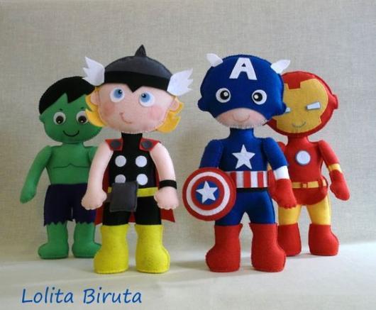 Bonecos de pano dos Vingadores.