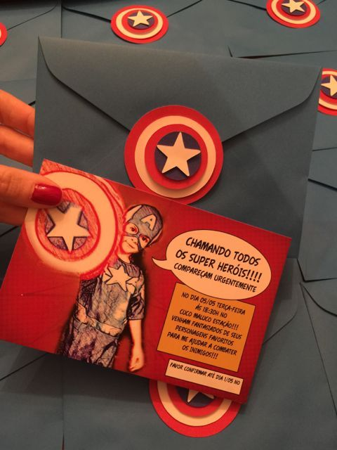 Convite com desenho do aniversariante vestido de Capitão América.