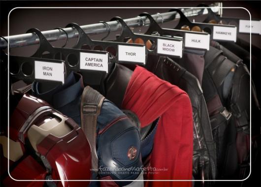 Imagem para convite com foto dos uniformes dos super-heróis.
